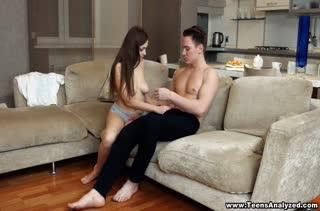 Красивую телочку возбуждает романтическое порно 2709