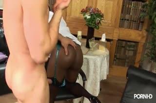 Классная милфа знает толк в горячем сексе 718
