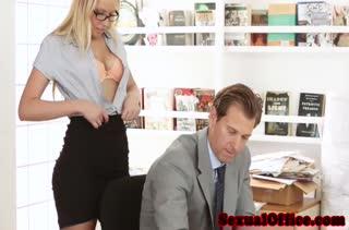 Порно видео снятое прямо на работе 2922