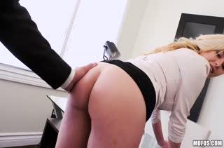 Порно видео снятое прямо на работе 2933