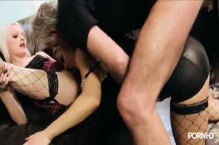 Девочки в чулках показывают страстный секс 1152